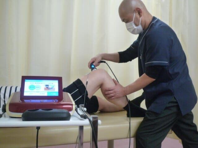 膝の痛みの施術の画像