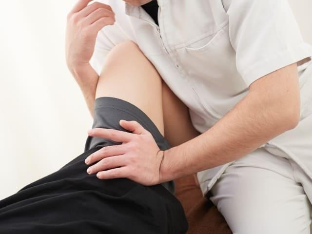 股関節の施術の画像